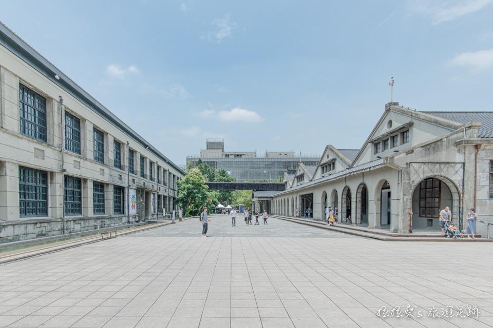 松山菸廠一隅,舊的製菸廠、倉庫老建築