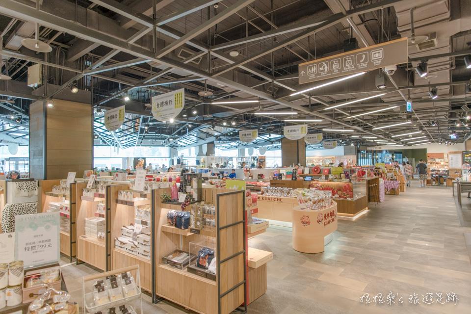 誠品生活松菸店的所在,共有4個樓層能讓大家自由的參觀,有美食街、時尚設計品、手作DIY、誠品書店等
