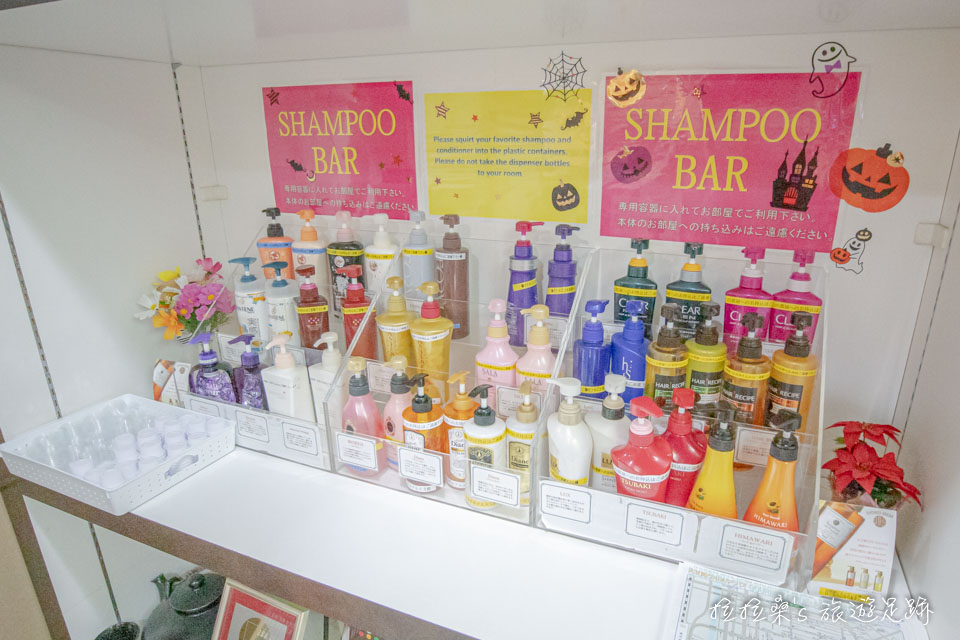鹿兒島天文館廣場飯店大廳也有額外提供各品牌的沐浴用品,可以用一旁的小瓶子裝回房間使用
