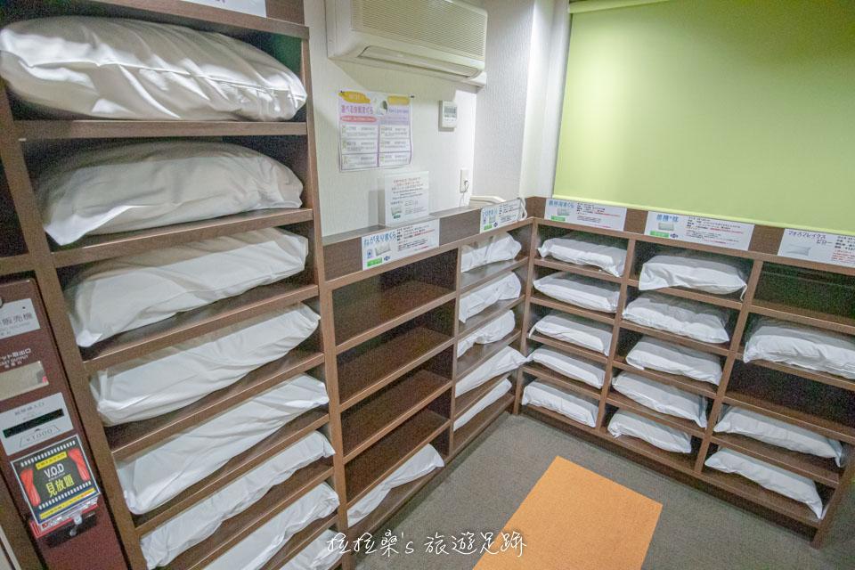 在鹿兒島天文館廣場飯店的每一個樓層中ㄝ還有各種枕頭可以免費帶回房內使用,軟的、硬的都有