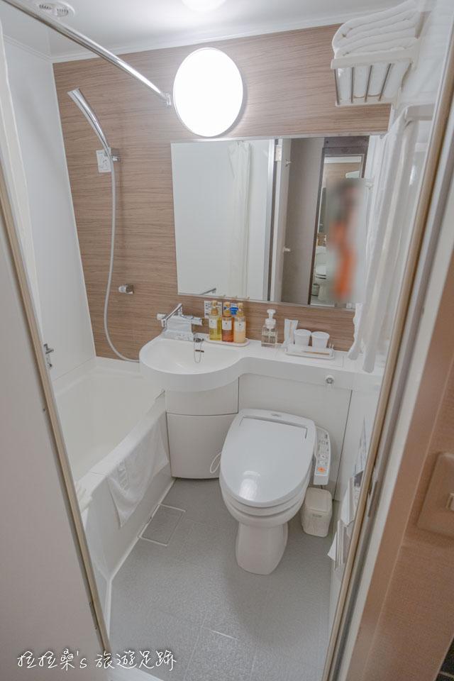 鹿兒島天文館廣場飯店整潔小巧的浴室 該有的沐浴用品、免治馬桶座都有
