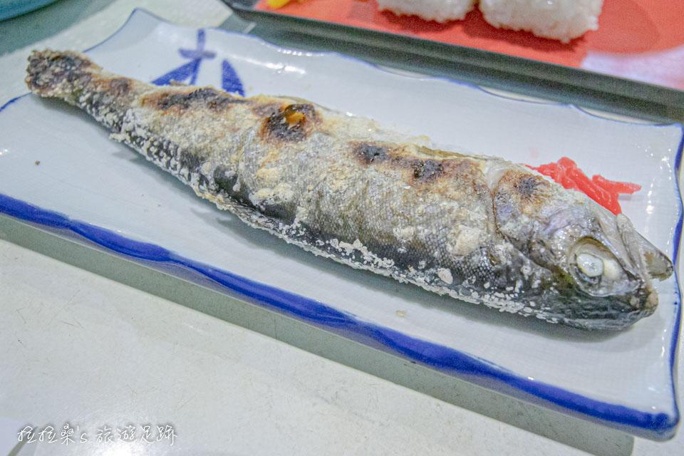 日本鹿兒島指宿市營唐船峽流水麵,定食B包含了主角流水麵、飯團、鹽烤鱒魚、鯉魚醬湯