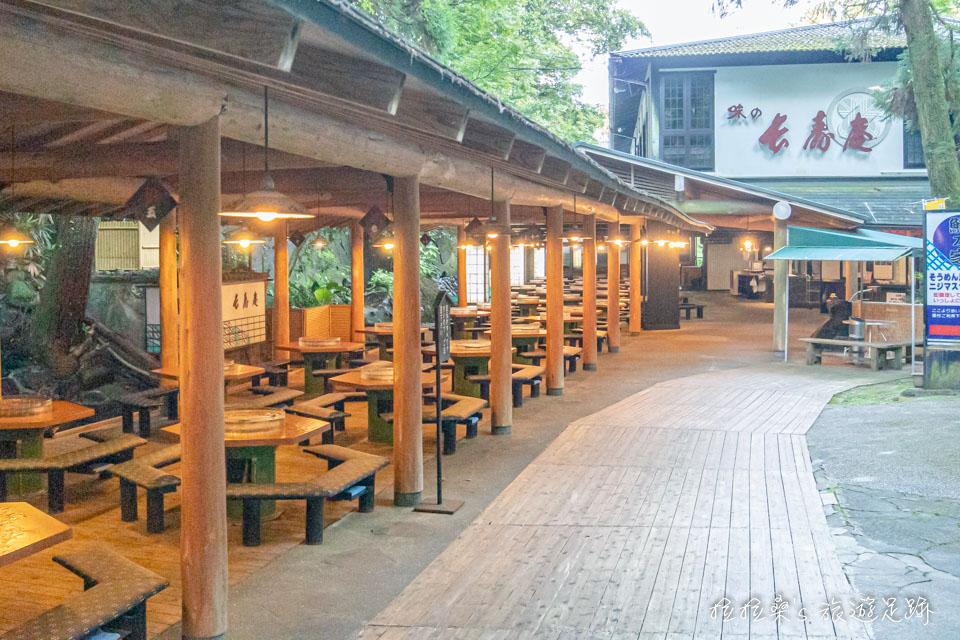 蠻有日式風味的長壽庵流水麵用餐區