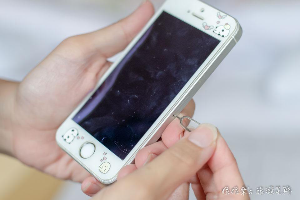 Global WiFi SIM 卡使用步驟,使用退卡針安裝SIM卡