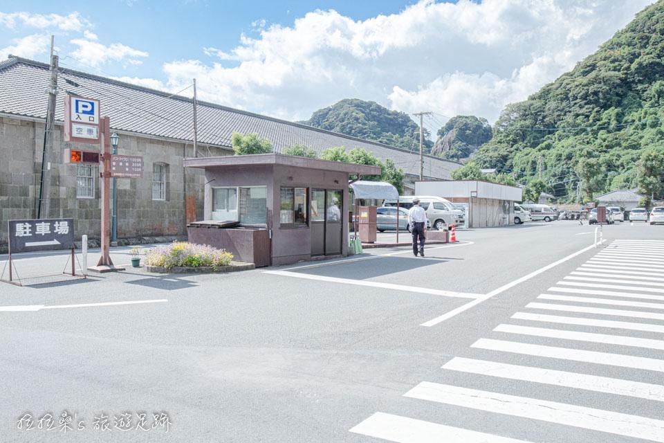 日本鹿兒島仙巖園的收費停車場,費用為 300日圓 / 天