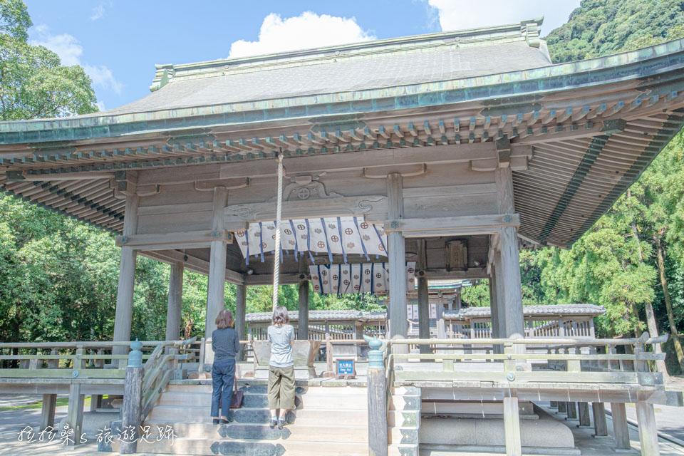 日本鹿兒島鶴嶺神社拜殿,神社的各種祭典,如鶴嶺祭、例大祭、新嘗祭等等,都會在此舉辦祭祀儀式