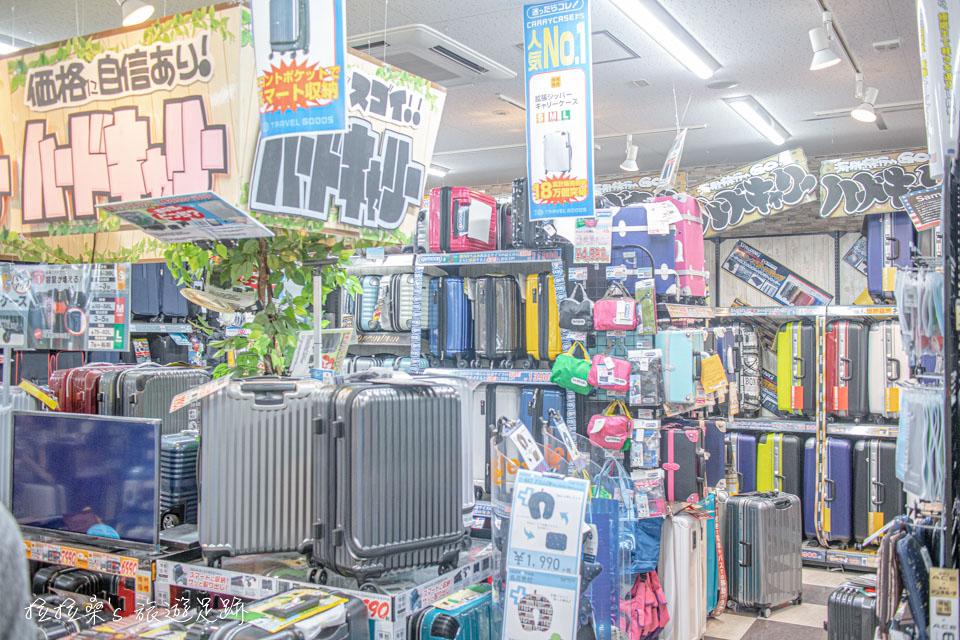 鹿兒島唐吉訶德天文館店也有行李箱、包包、各種服飾配件