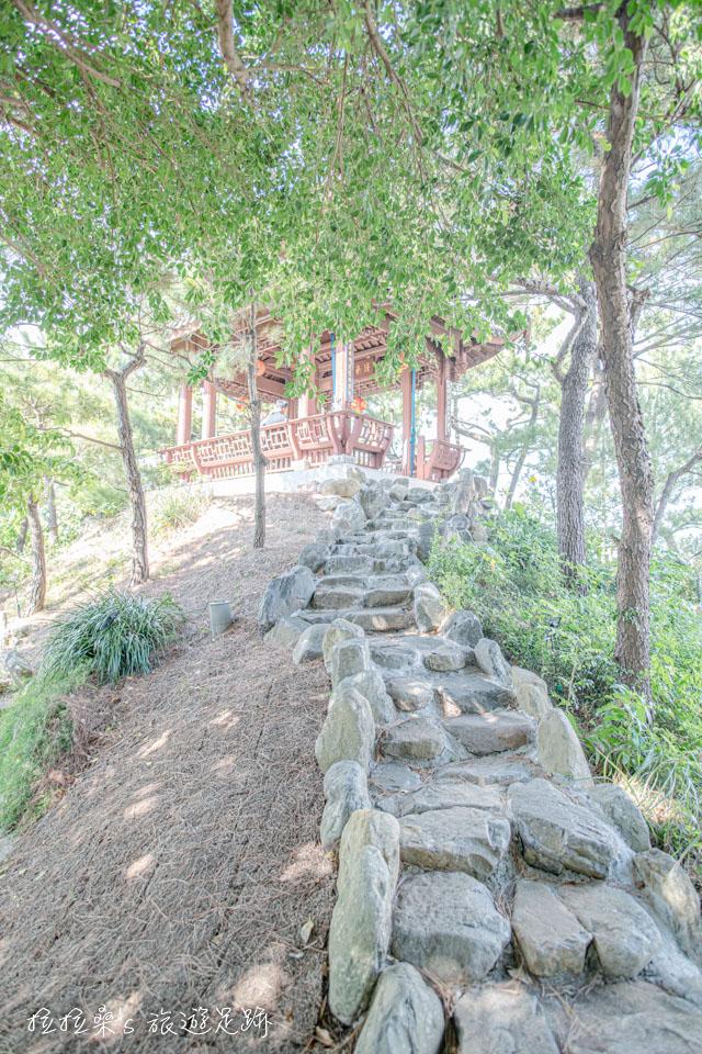 日本沖繩福州園融入江南福州風光的福州園,以季節性樹木、花草,營造四季的景觀