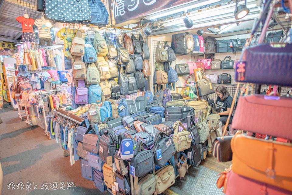 宜蘭羅東夜市一旁的中正路,這裡則有各種服飾、配件、雜貨可逛