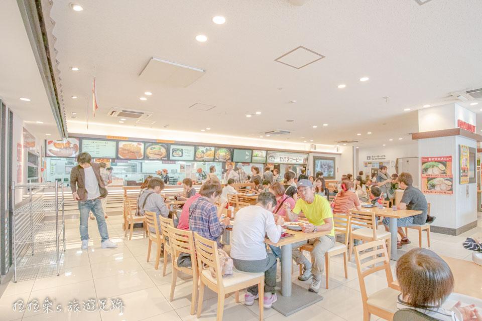 日本九州宮原SA裡的美食區