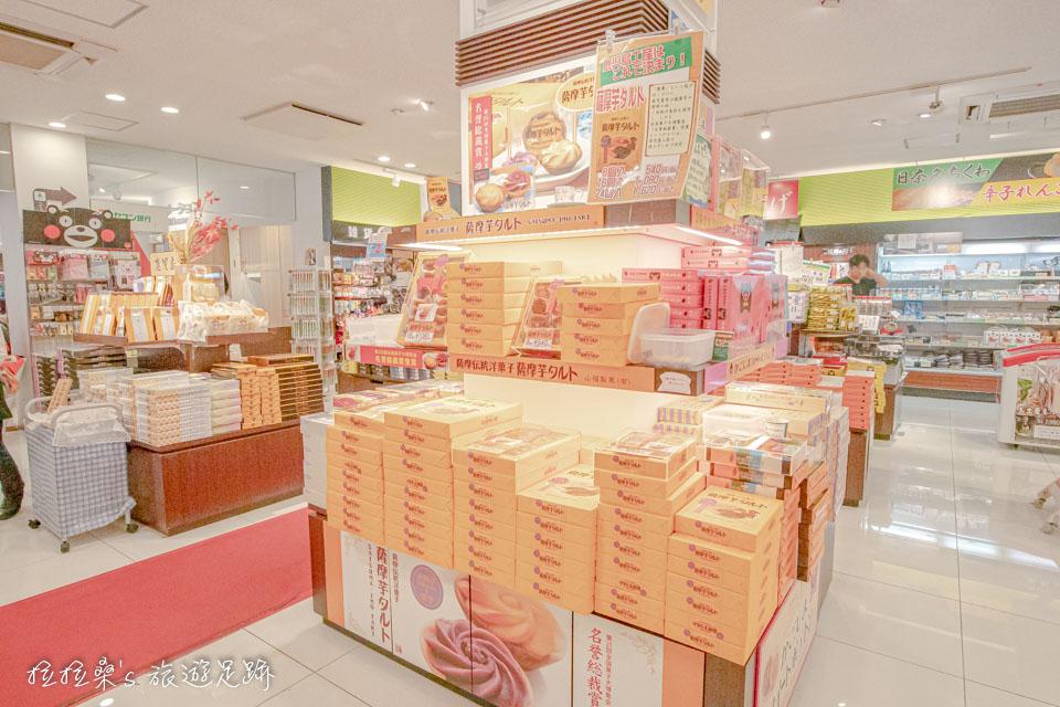 日本九州宮原SA的旬彩館,也有賣來自鹿兒島的特產,薩摩芋頭餅薩摩芋タルト