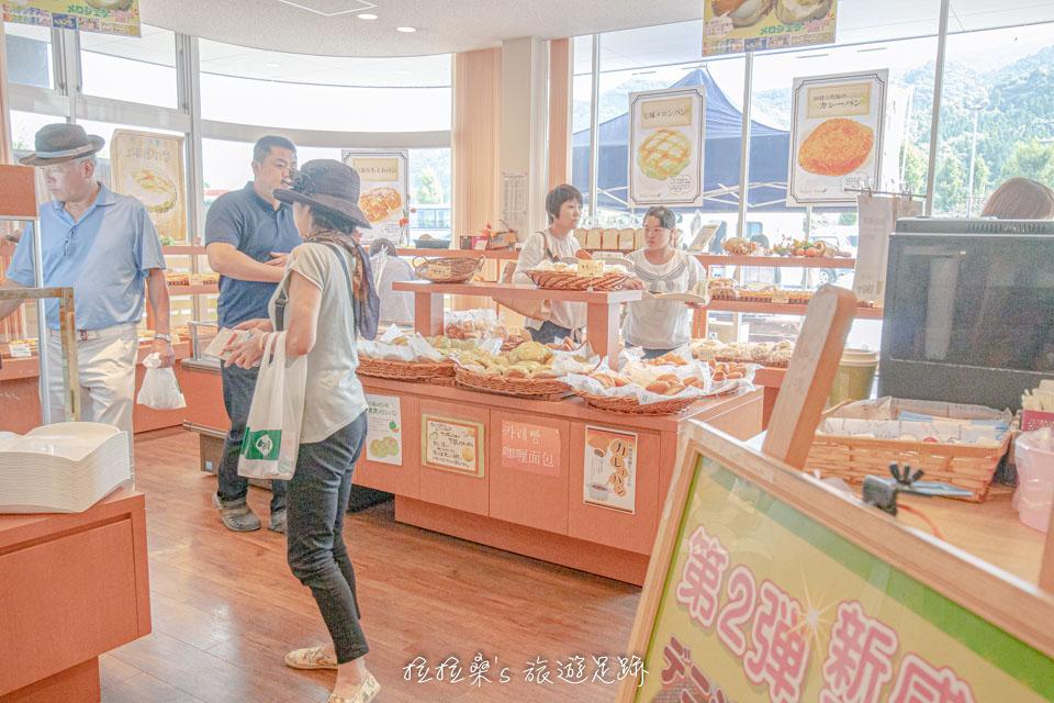 日本九州宮原SA裡的麵包店,推薦咖哩豬肉麵包カレーパン