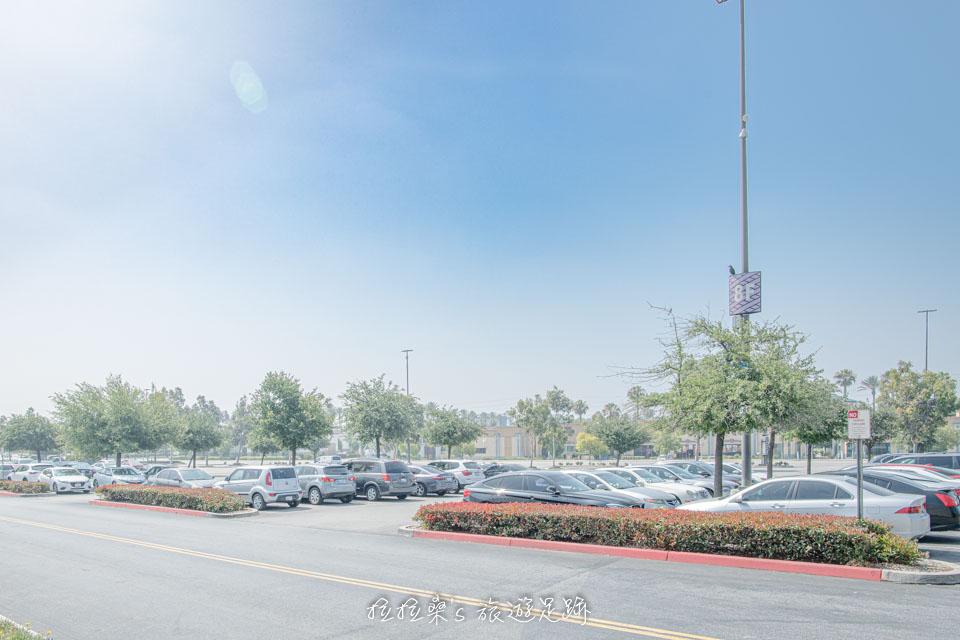 美國加州 Ontario Mills 停車場