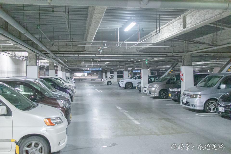 Square Mall 購物商場共約有700多個免費停車位