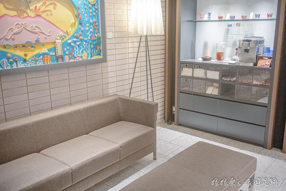 日本鹿兒島天文館之門飯店大廳,除了幾個簡單的沙發、座位外,還有個大水族箱