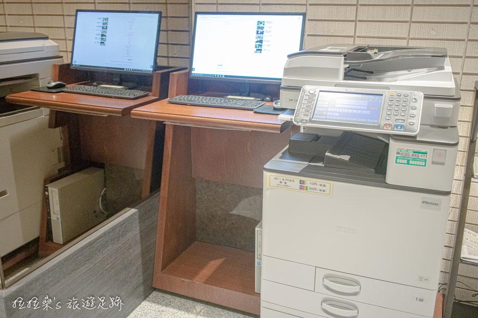 日本鹿兒島天文館之門飯店大廳有一小區商務用的公用電腦、影印機可使用