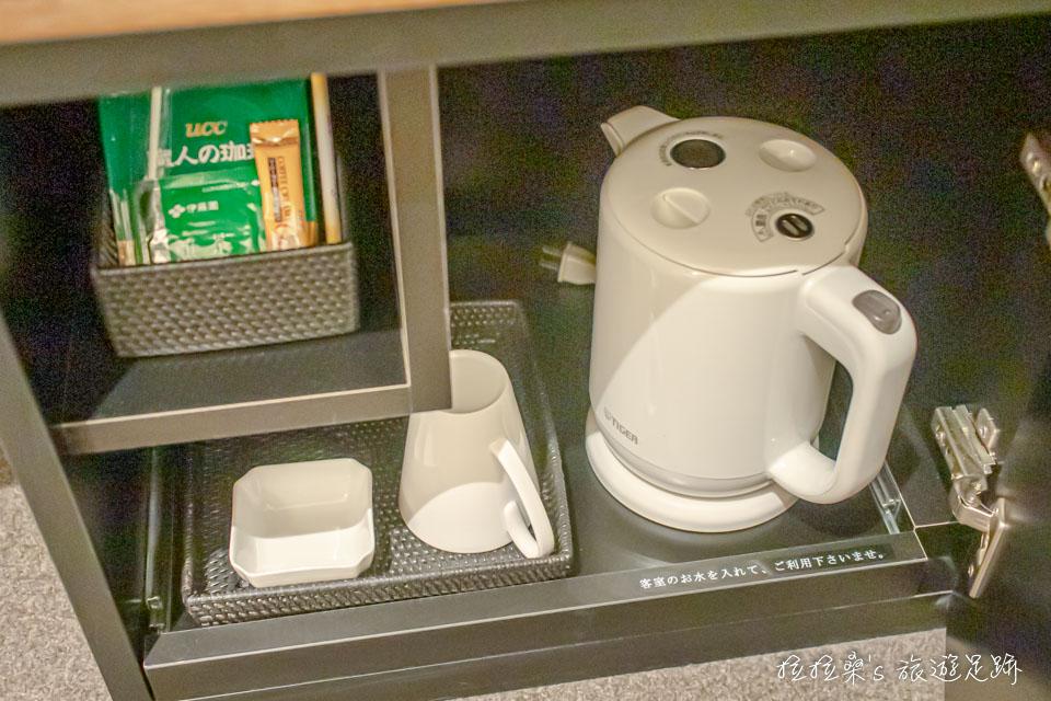 日本鹿兒島天文館之門飯店小型雙人房的茶具