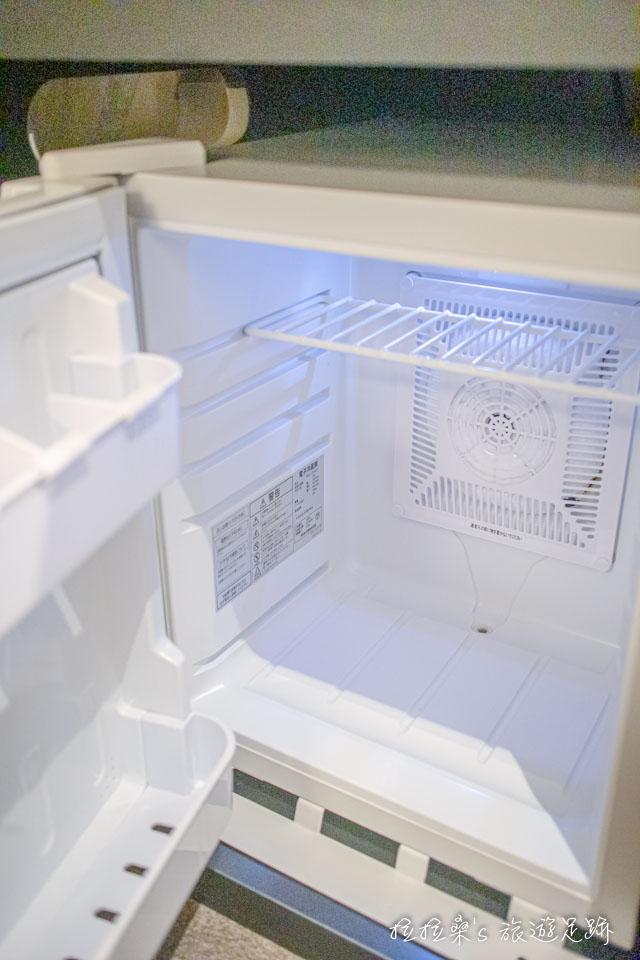 日本鹿兒島天文館之門飯店小型雙人房的冰箱
