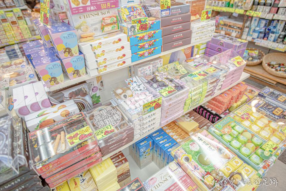 沖繩國際通伴手禮店琳瑯滿目的商品,品項多到一種境界