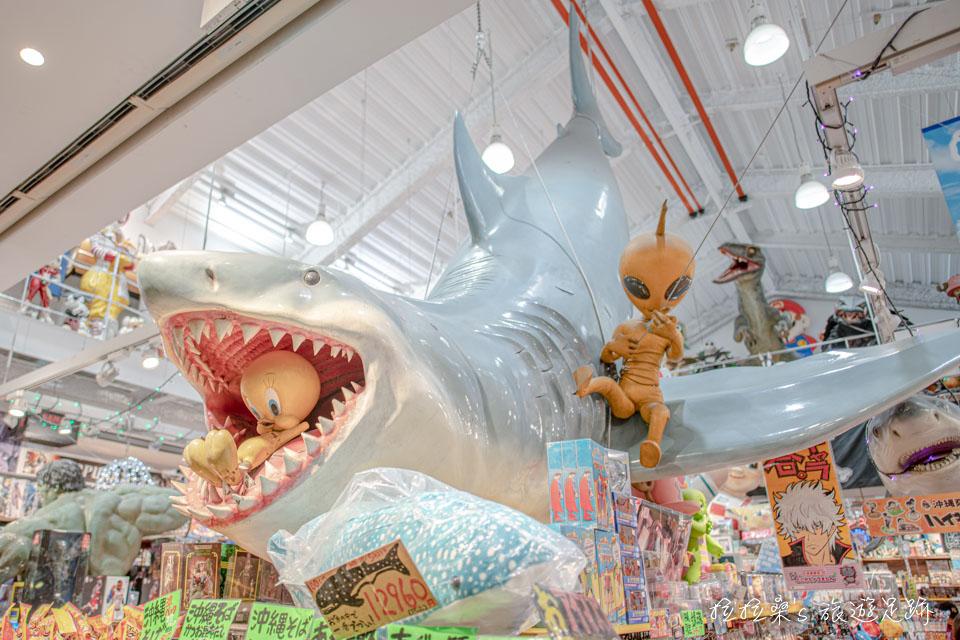 沖繩國際通OKINAWA 文化屋雜貨店,裝飾很有特色,超大的伴手禮商店