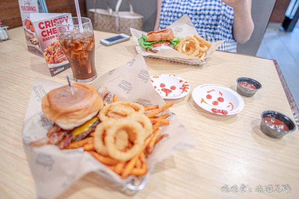 美式連鎖餐廳Johnny Rockets的漢堡套餐