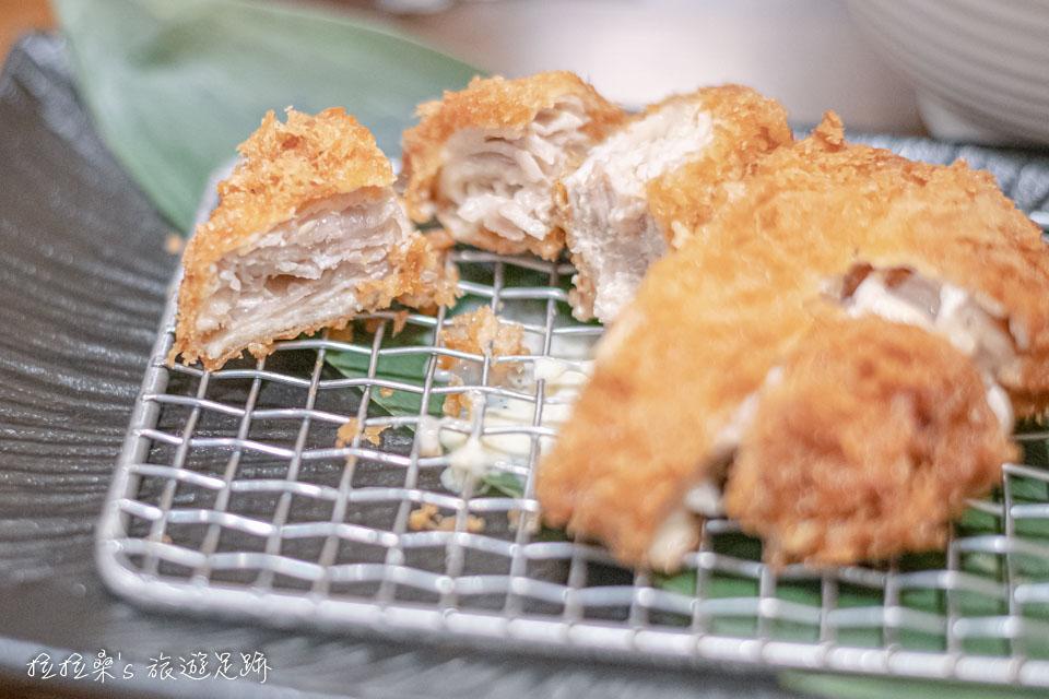 晴木千層豬排經典的原味千層豬排,口感很特別,好不好吃見人見智