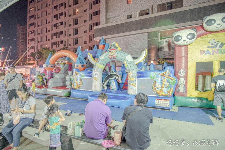 八德興仁夜市遊戲區,有小孩們愛的遊樂設施
