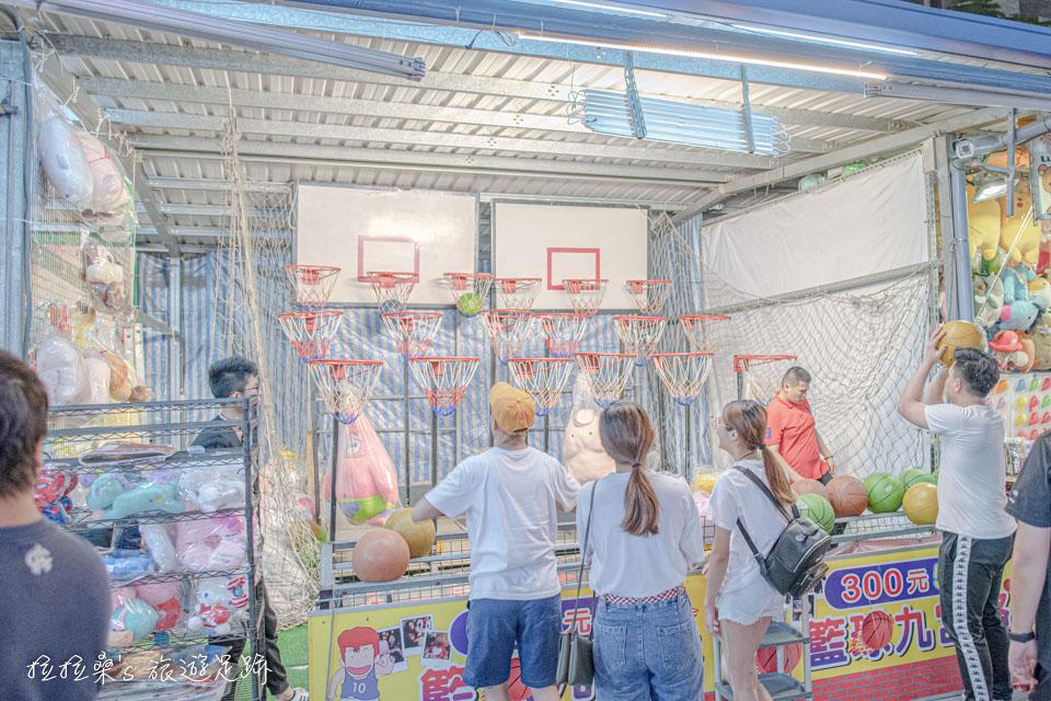 夜市常見的套圈圈、射氣球等遊戲在八德興仁夜市遊戲區都有