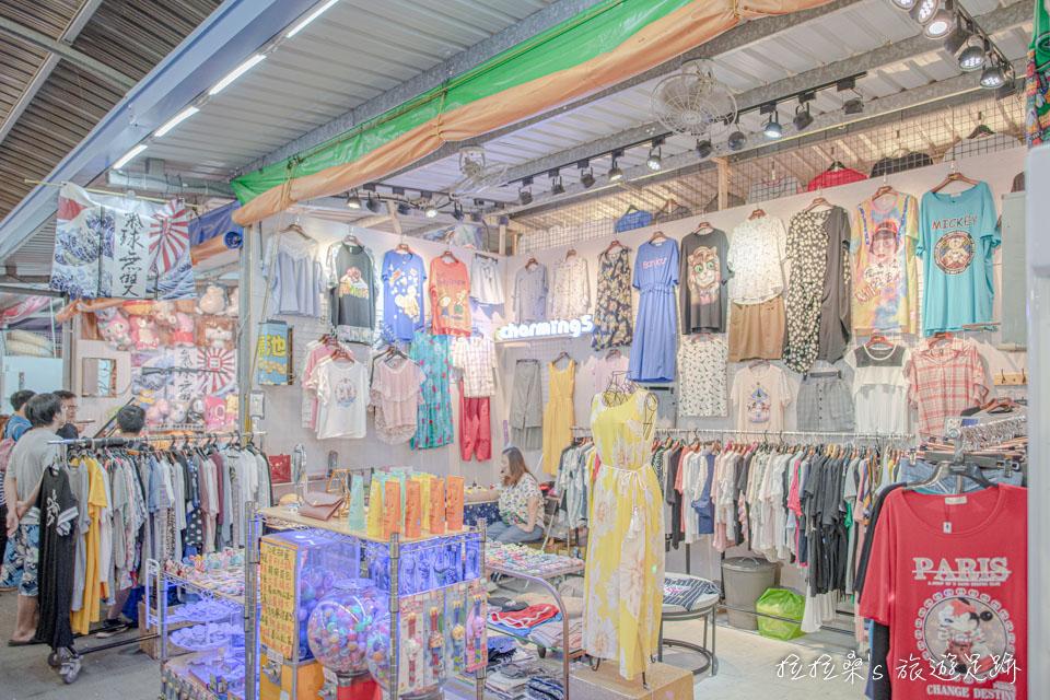 八德興仁夜市遊戲區也有一些服飾、小物、手機配件等攤位,但攤位數不算太多