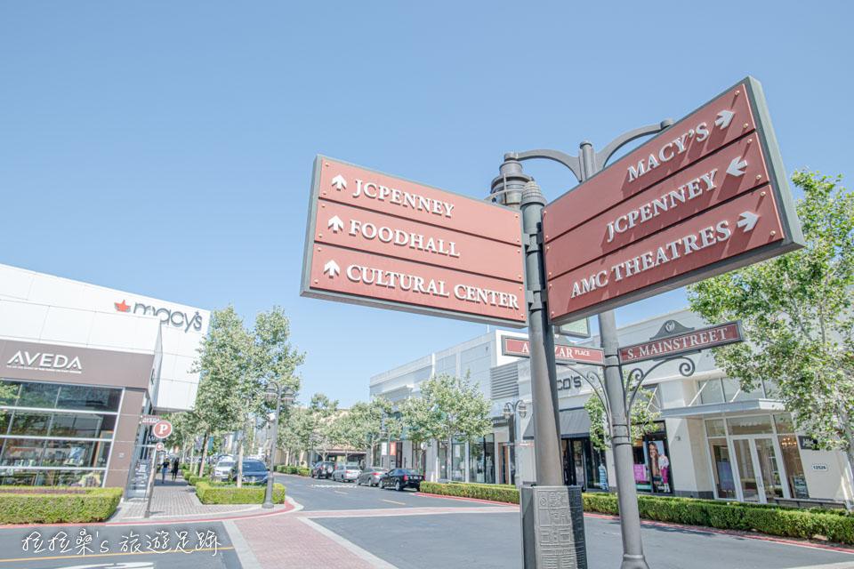 採開放式的 Victoria Gardens 購物中心