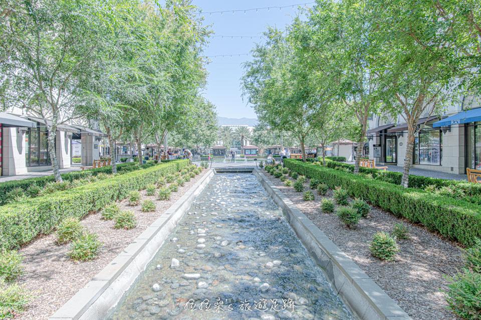 美國加州 Victoria Gardens 最棒的地方,就是位於中央的廣場 Chaffey Town Square
