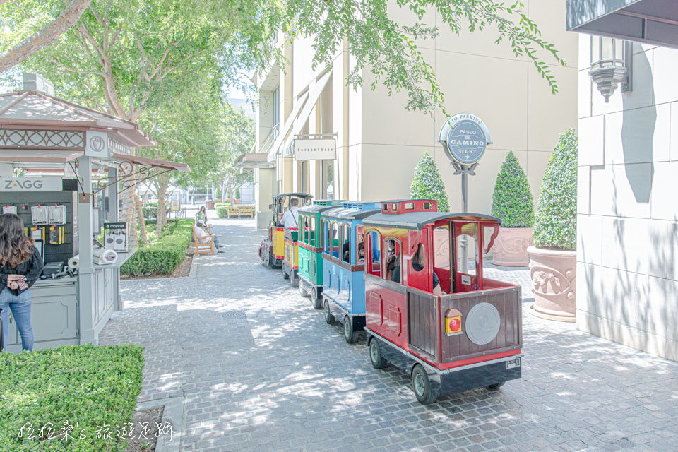 Victoria Gardens還有專門給小朋友們座的小火車唷!