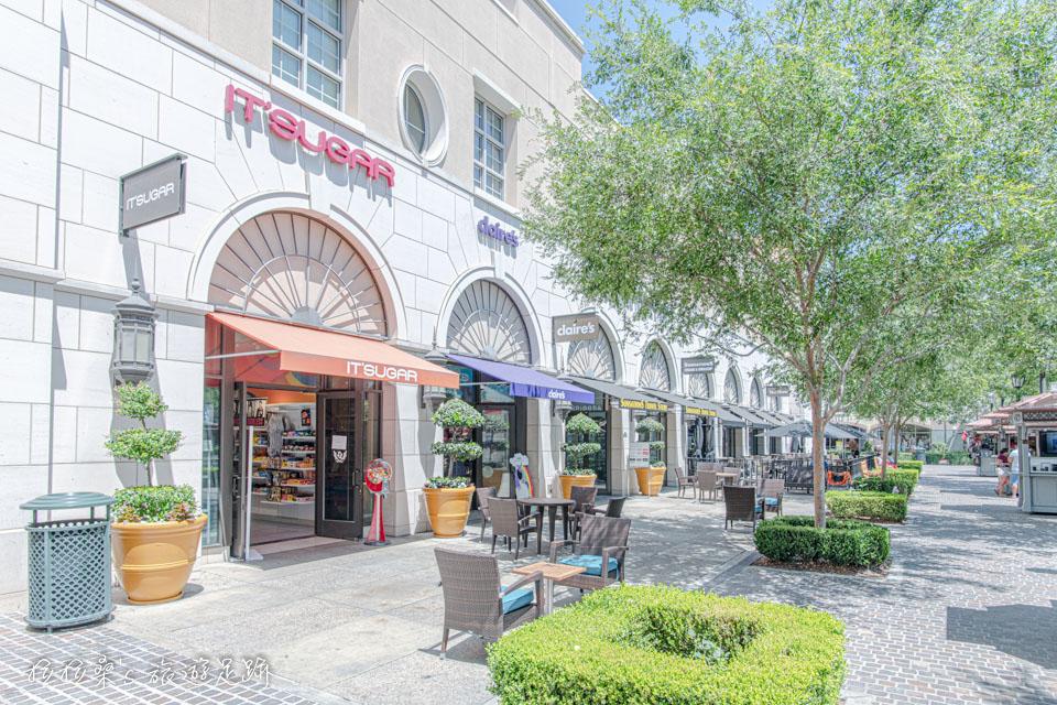 Victoria Gardens廣場旁也有許多商店可以逛逛