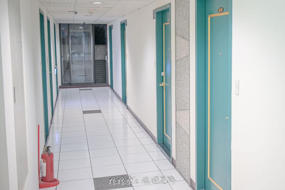 台中逢甲美宿館房間前的長廊,每間房間也都有免費wifi可使用