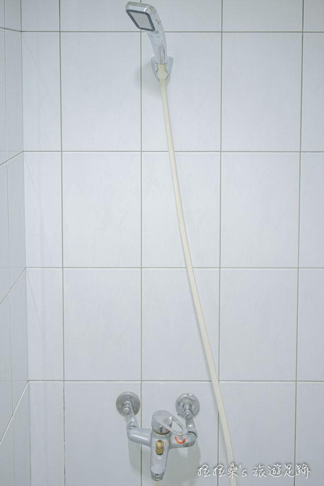 逢甲美宿館小巧的浴室,硬要說缺點的話,就是沒有乾濕分離