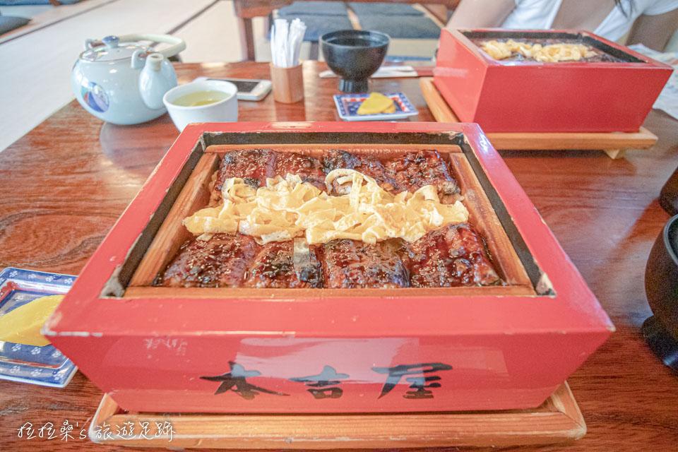 本吉屋的人氣招牌蒸籠鰻魚飯 せいろ蒸し定食,蒸過的鰻魚飯果然特別