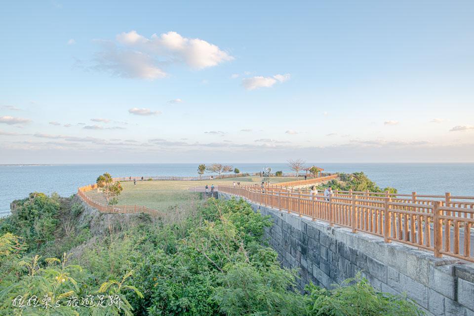 沖繩知念岬公園特別之處就是在於它遼闊的視野,放眼望去,就是湛藍的太平洋