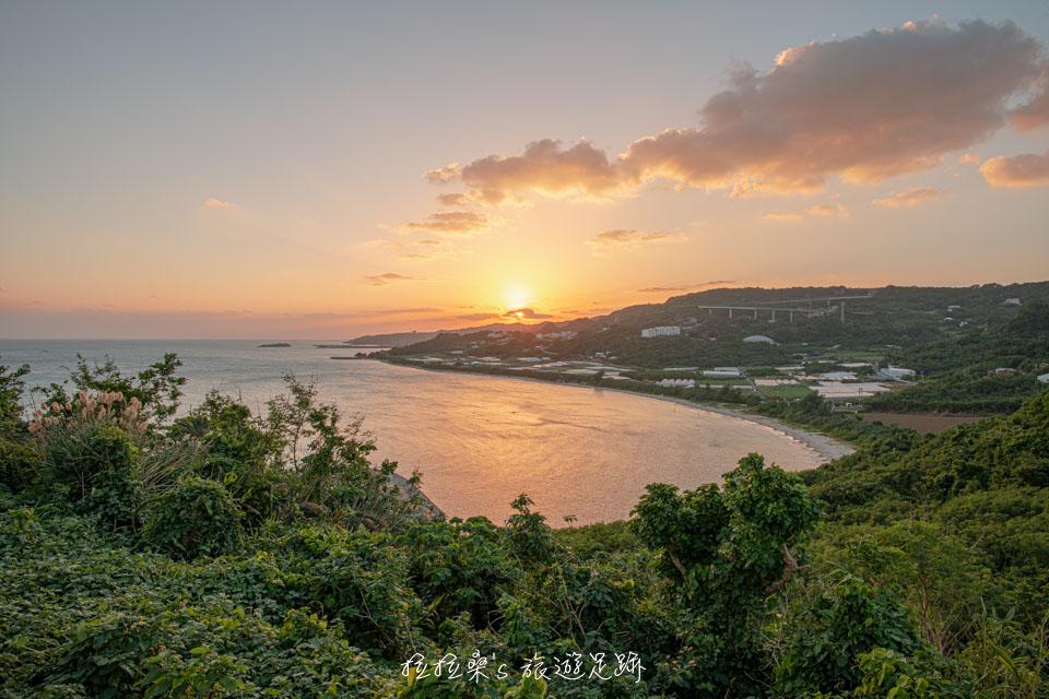 日本沖繩知念岬公園,夕陽下的海天絕景,視野遼闊的看海平台