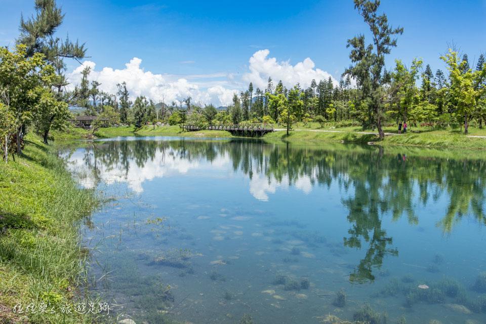 台東森林公園,清澈如鏡的琵琶湖一起騎著單車暢遊公園湖景,感受東台灣的悠閒與放鬆