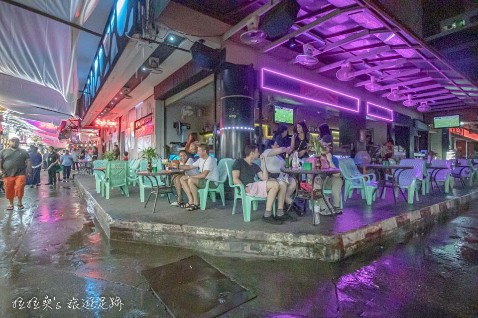 泰國曼谷帕蓬夜市的情色夜店酒吧