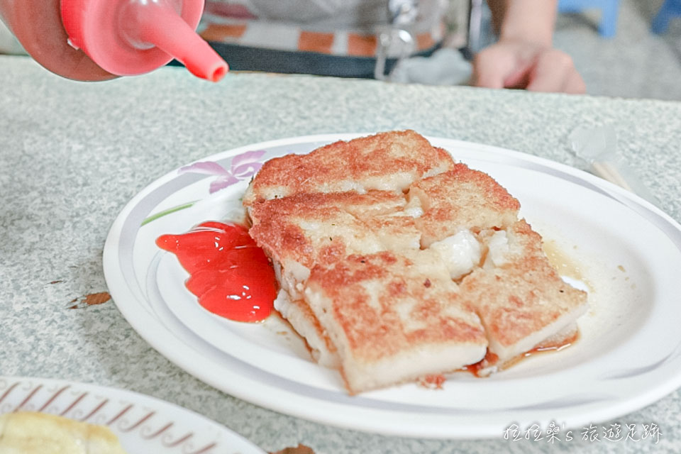 花蓮中福早餐店焦酥口味的蘿蔔糕,光看這個焦度就知道點對了