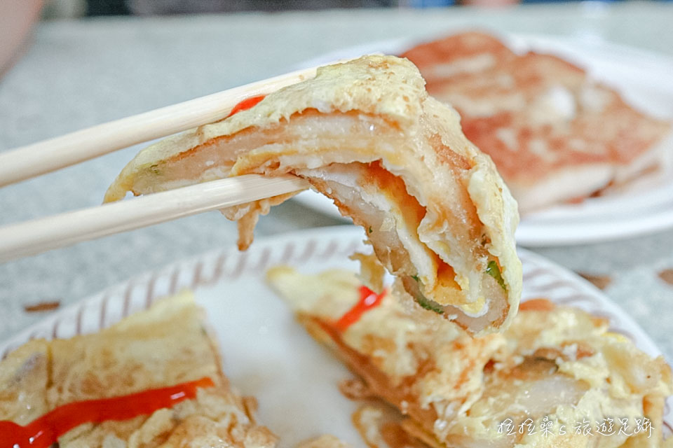 花蓮中福早餐店的蛋餅都是用麵糊煎出來的蛋餅皮
