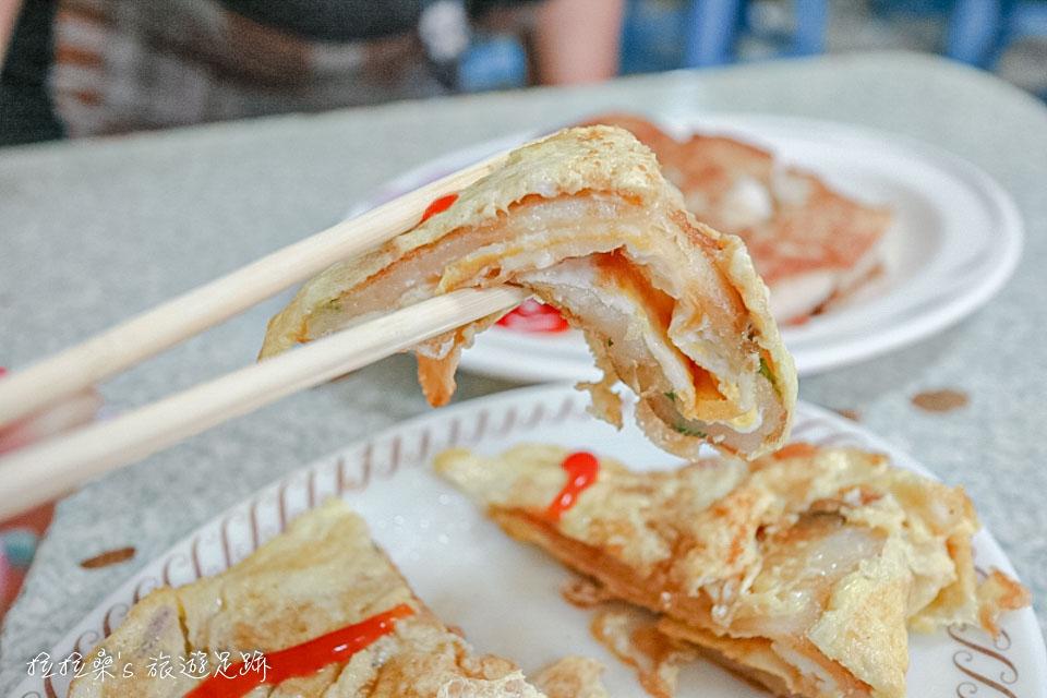 花蓮中福早餐店的蛋餅都是用麵糊煎出來的蛋餅皮,所以才有這麼酥脆的口感