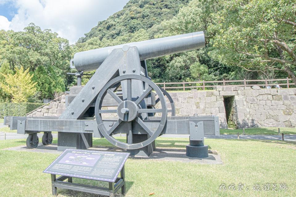 仙巖園中的150磅的鐵製火砲,是曾部署於鹿兒島沿岸要塞大砲的真實還原