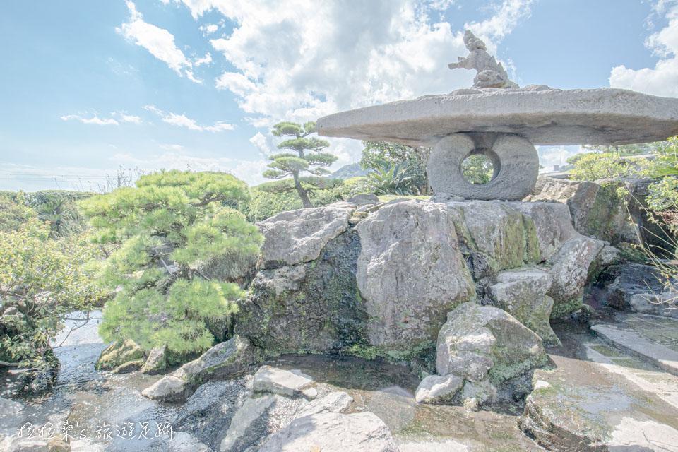 獅子乘大石燈籠,是仙巖園內最大的石燈籠