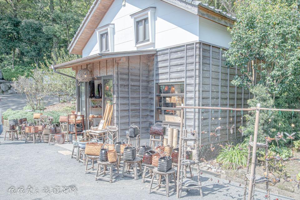 仙巖園裡其中一間有著各種竹、木製品的小賣店