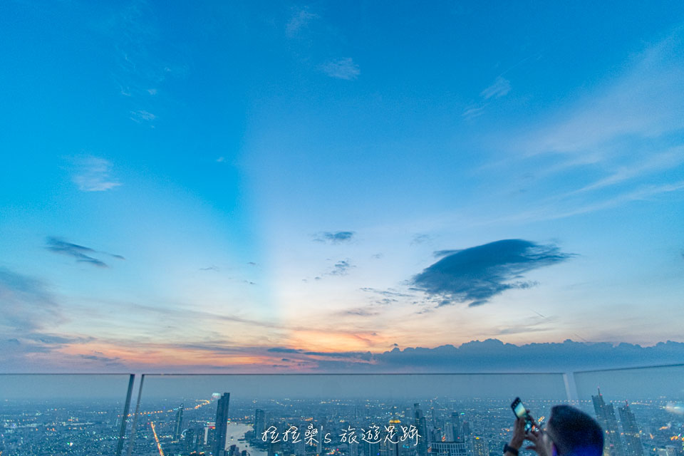 泰國曼谷 Mahanakhon Skywalk 78樓的黃昏景色