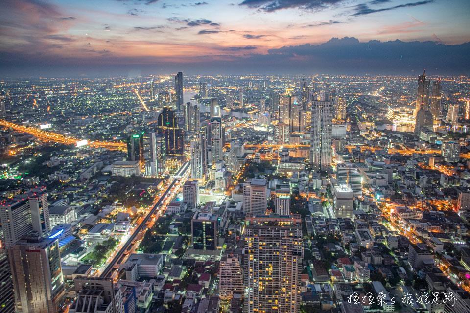 泰國曼谷 Mahanakhon Skywalk 視野遼闊的璀璨夜景
