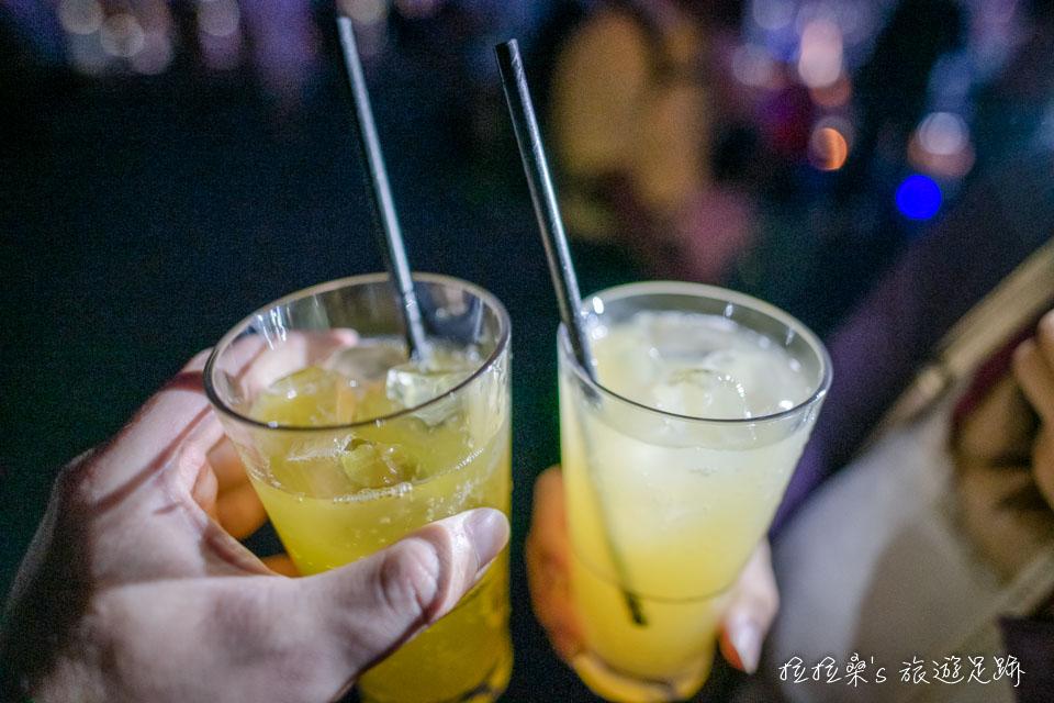 曼谷Mahanakhon Skywalk的高空酒吧,能以套票兌換雞尾酒