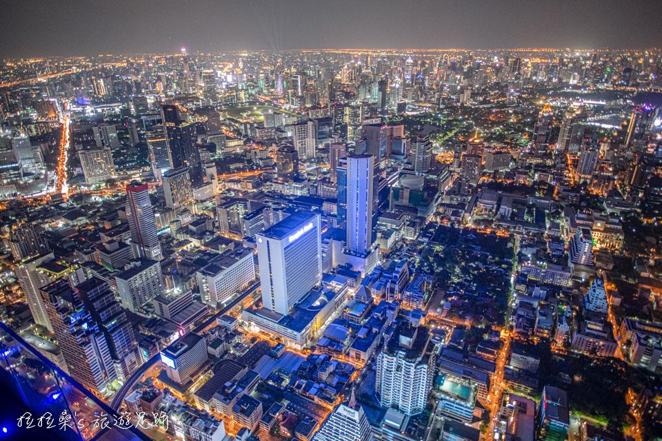 曼谷Mahanakhon Skywalk最迷人的夜景,視野相當寬闊